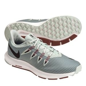 Women's Nike quest Trainers . Color- Light  silver